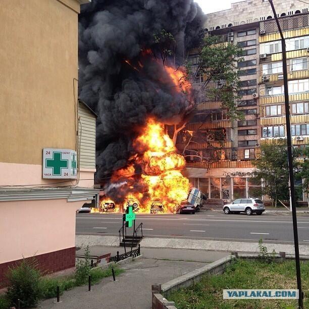 В Алматы в центре города взорвался бензовоз