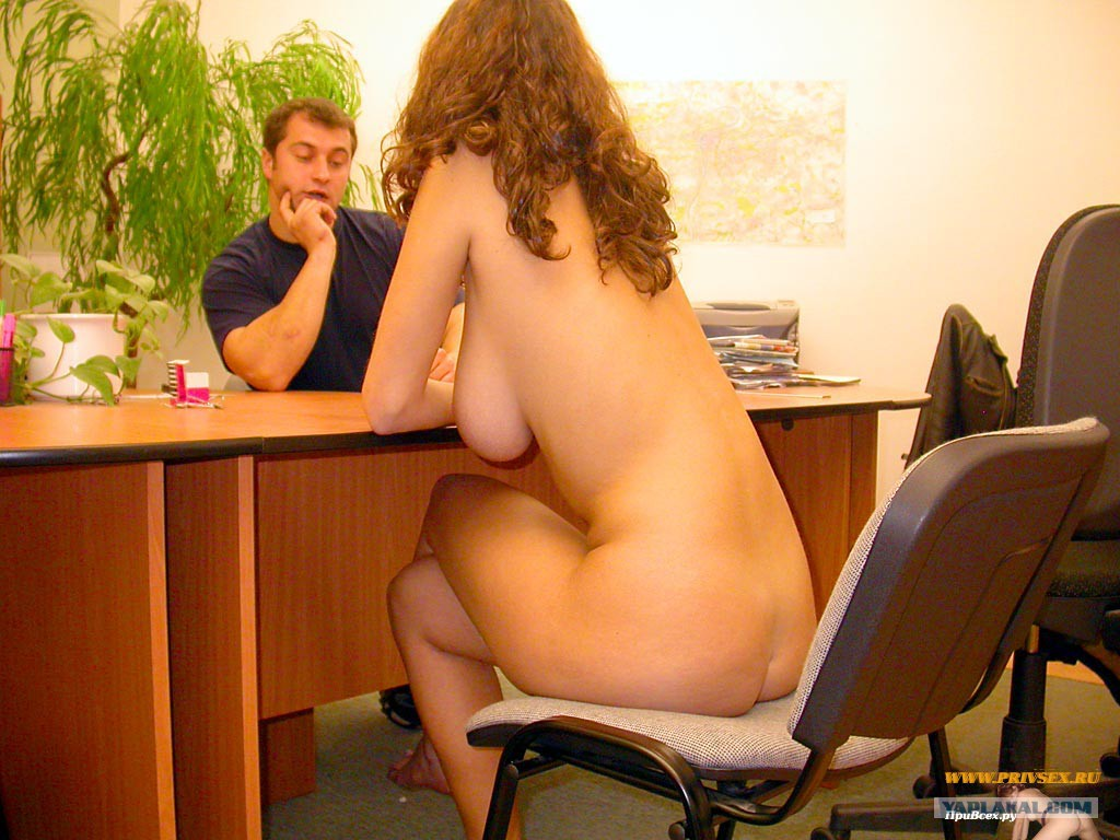 фото голых за столом