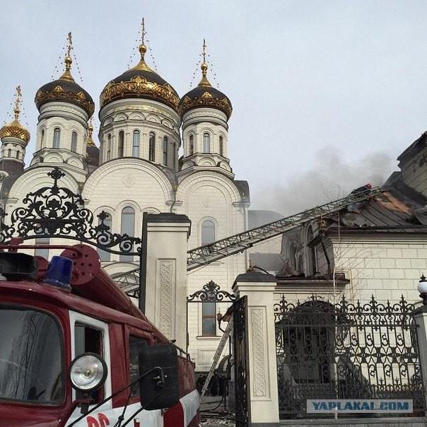 Укрофашисты попали в собор.