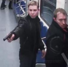 За расстрел приезжего в метро задержаны отец и сын