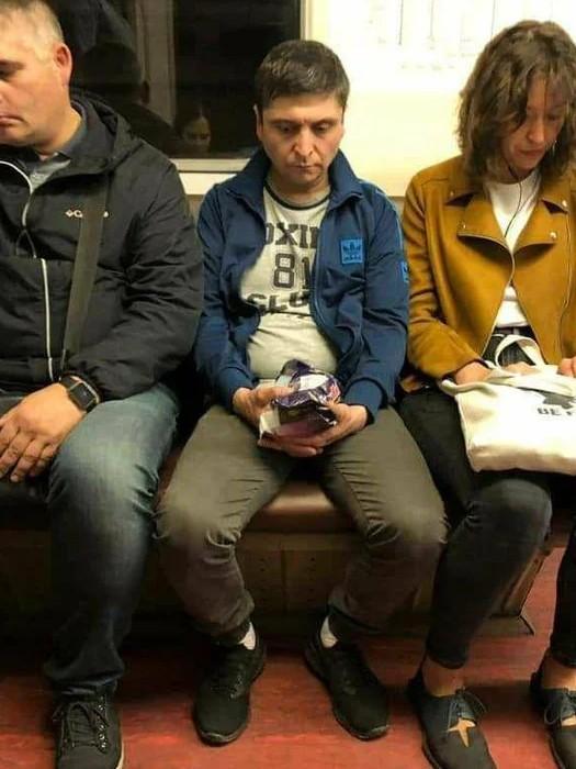 А кто-то уже замечен в московском метро