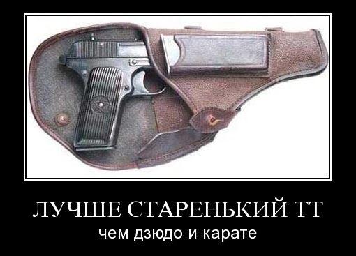 Расстрел каски из пистолетов