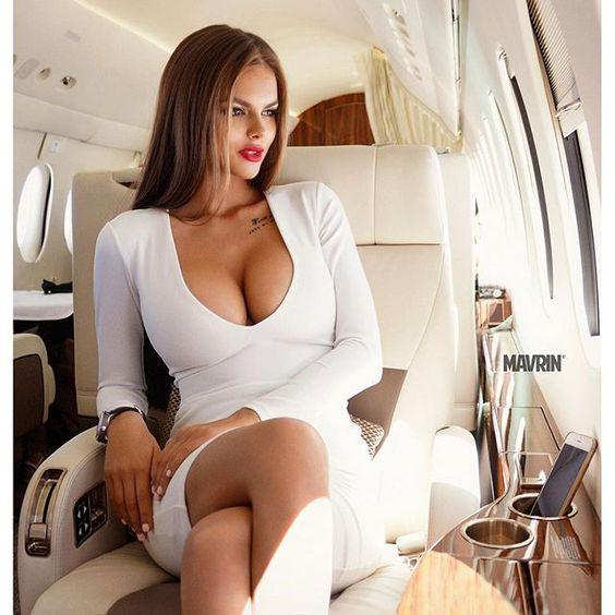 Голые тёлки в самолете вещи