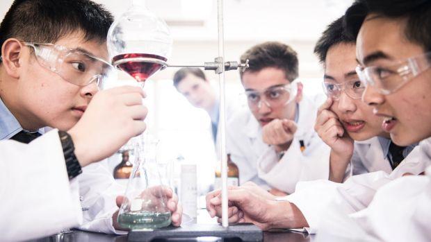 Студенты удешевили препарат для больных ВИЧ в 375 раз