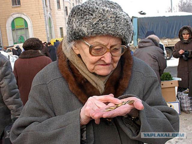 Россияне стали тратить на еду больше половины дохода