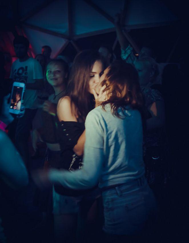 Просто целующиеся девушки фото фото 411-413