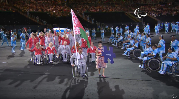 Белорусские спортсмены пронесли российский флаг на церемонии открытия паралимпиады