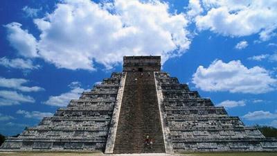 Cтроители снесли древнюю пирамиду Майя...