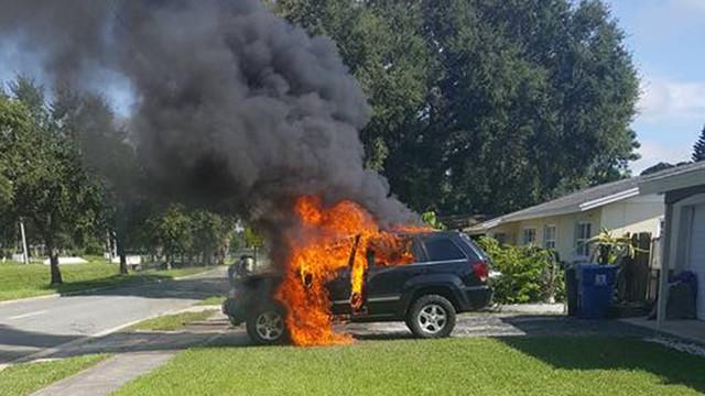 Житель США оставил заряжаться смартфон в машине и спалил её к черту
