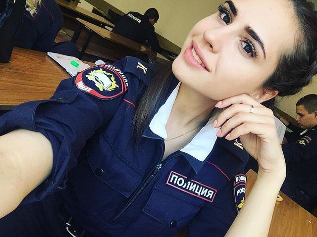 Симпатичные девушки-полицейские