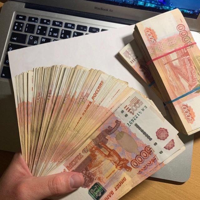 Группа экономистов предложила раздать деньги россиянам просто так