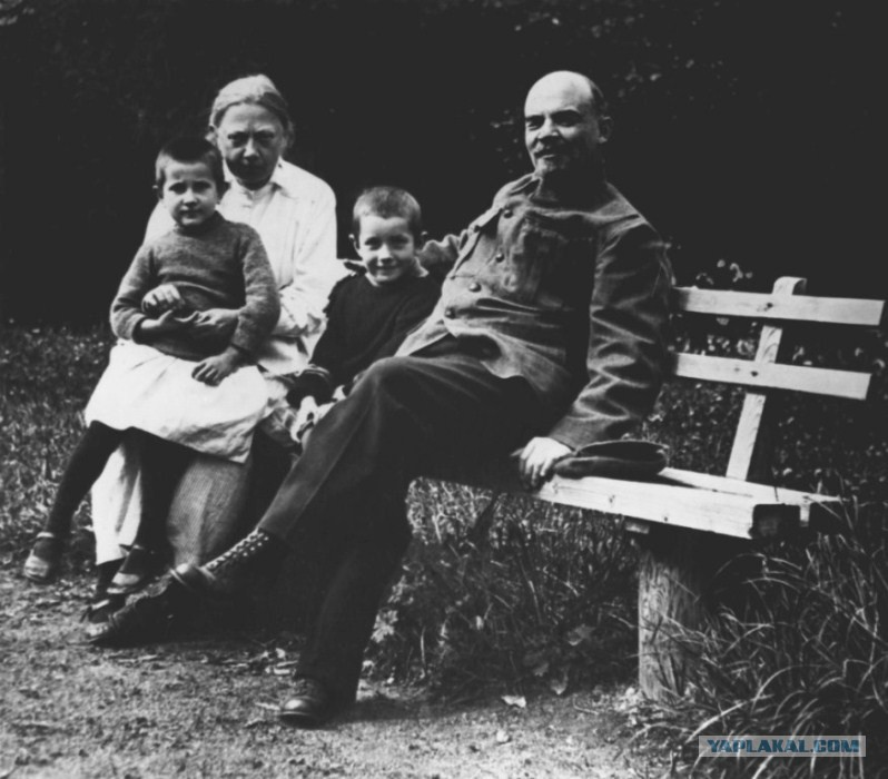 За что Сталина назвали «гуталином», как Николай II стал «ананасом», сколько на Руси было «грозных» царей? Изучаем прозвища русских правителей
