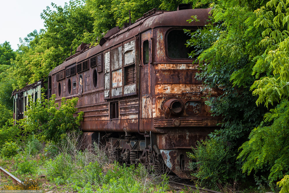Заброшенный Восточный экспресс, оборотная сторона музея техники и вагоны, везущие на смерть