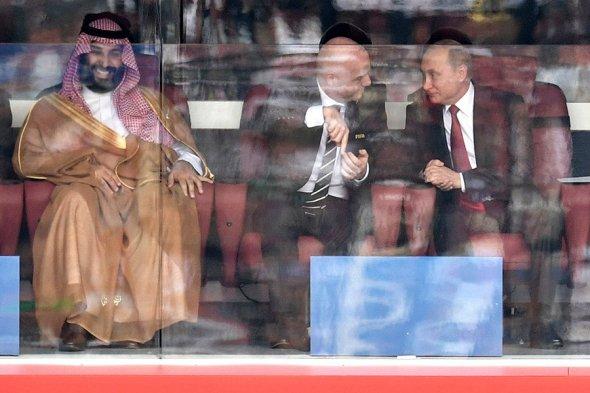 Как Путин реагировал на голы во время матча-открытия ЧМ. Фоторепортаж от гола к голу