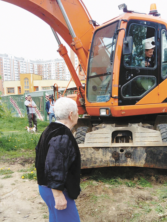 «На глазах у всех обворовали»: бывшие чиновники купили землю с уже построенными на ней многоквартирными домами
