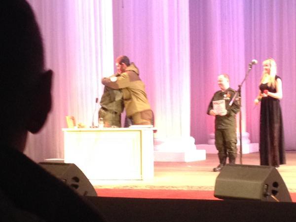 Глава ДНР Захарченко наградил Моторолу и Гиви