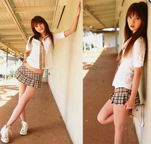Самые короткие юбки у японских школьниц