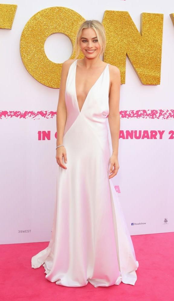 Марго Робби вышла на ковровую дорожку в очень откровенном платье