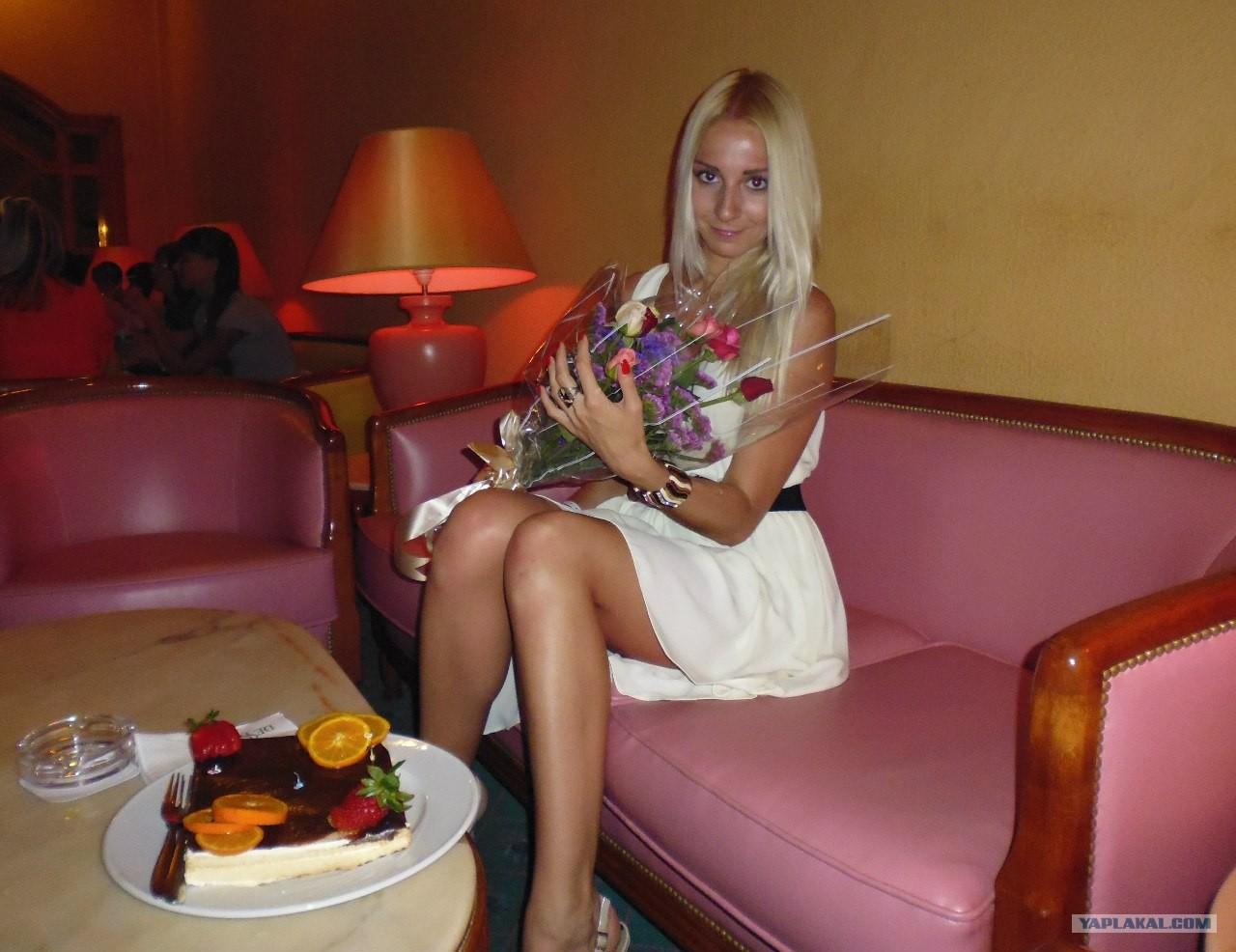 Русская красавица на троих 17 фотография