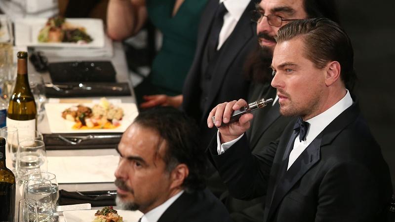 30 января мировые СМИ облетел снимок, на котором Леонардо Ди Каприо курит электронную 282
