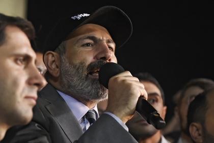 В Армении объявили о контрреволюции: протестующие в Ереване ворвались на территорию парламента