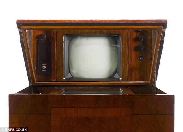Британец нашел на антресолях: Marconi type-702
