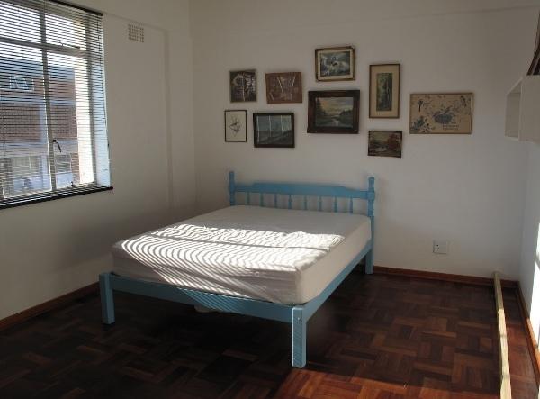 Как увеличить полезное пространство спальни