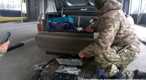 Украинец пытался провезти в Россию 500 миллионов рублей