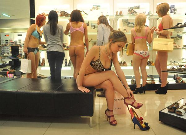 На каблуках сидя без трусиков фото фото 696-376