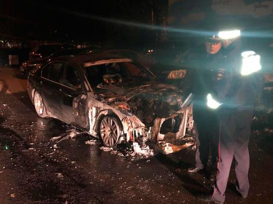 В Москве депутату сожгли его BMW