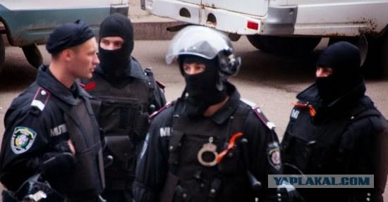 Днепропетровск милиция повязала георгиевские ленты