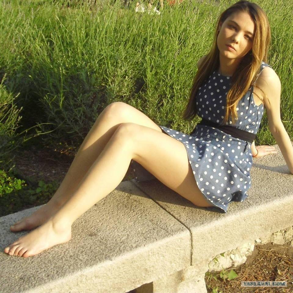 Телки в платье 16 фотография