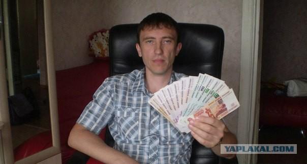 У него есть деньги и кожаное кресло
