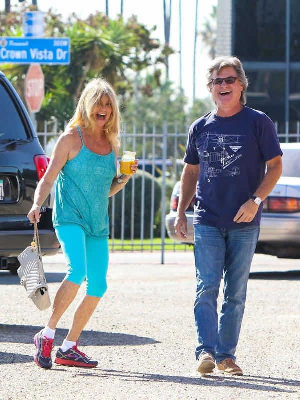 Реакция на папарацци. Kurt Russell and Goldie Hawn