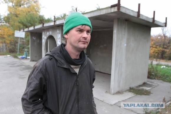 Бездомный спас брошенную под Киевом девочку 2 лет