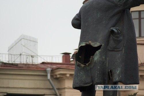 В Питере взорван памятник Ленину