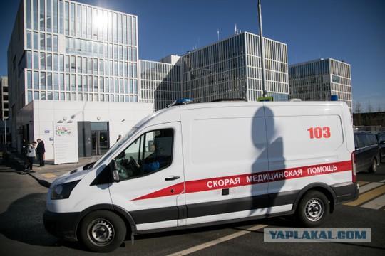СМИ рассказали о массовых увольнениях из больницы для пациентов с COVID-19 в Коммунарке