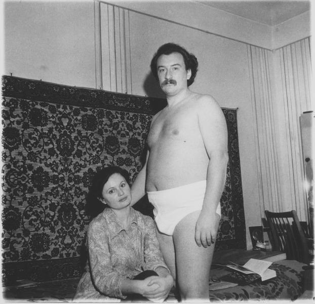 Пабло Эскобар с супругой у родственников в Саратове. 1983 год