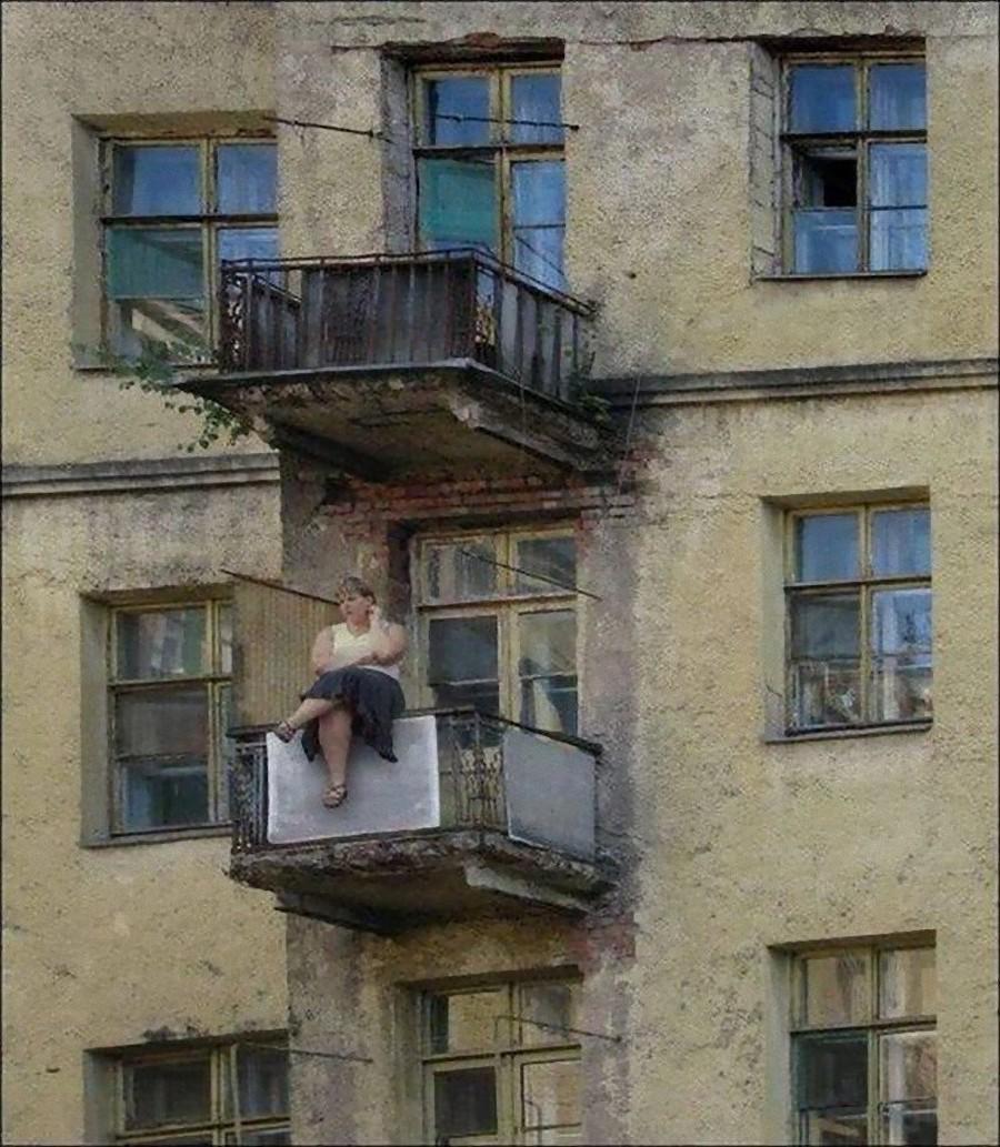 Вышли на балкон подышать свежим воздухом runet lol.