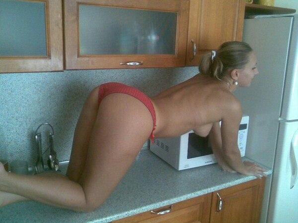 Домохозяйки. Кухни. Попки