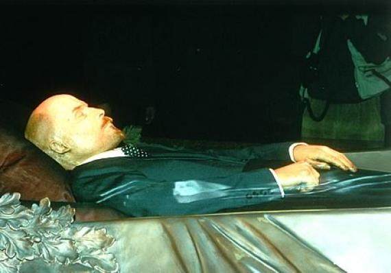 Забальзамированное тело вождя лежит на красной площади уже 87 лет