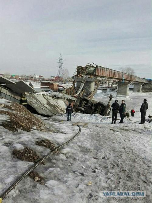 В городе Минусинск рухнул мост.