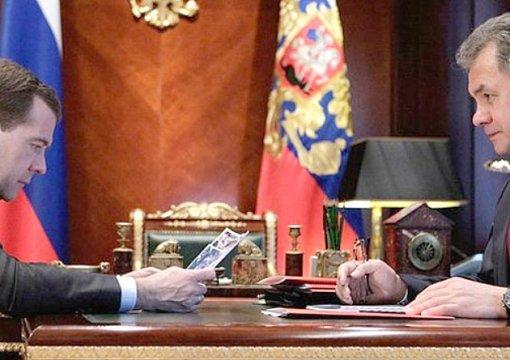 Шойгу может сменить Медведева на посту премьера до декабря