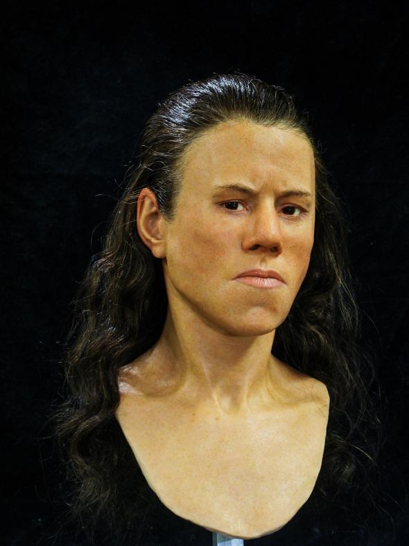 Учёные восстановили лицо женщины, жившей 9000 лет назад.