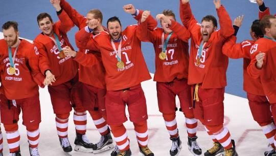 Facebook и YouTube начали блокировать видео с российскими хоккеистами, спевшими гимн РФ на ОИ