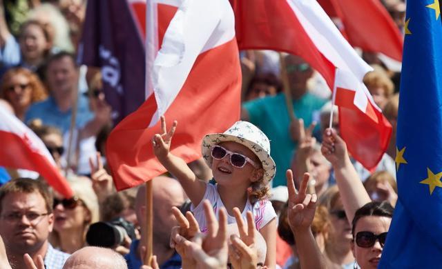 Польская оппозиция не исключает Майдана: идут многотысячные протесты в Польше