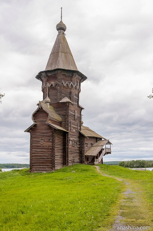 Уникальная деревянная Успенская церковь сгорела в Кондопоге