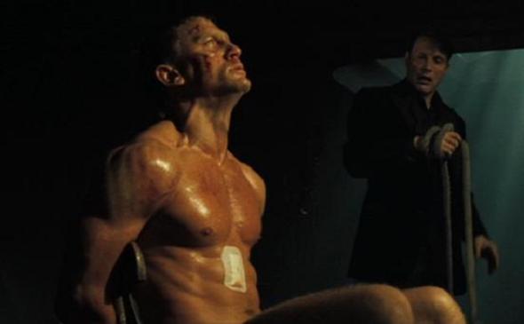 seksualnie-stseni-iz-filma-dzheyms-bond