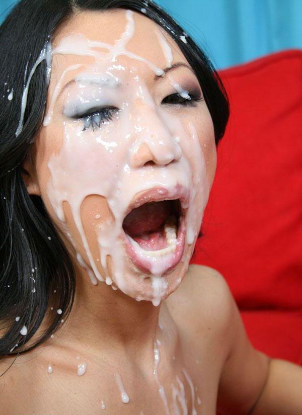 Азиатке залили лицо густой белой спермой