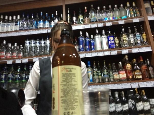 Депутаты Госдумы предложили запретить продажу алкоголя в барах в жилых домах